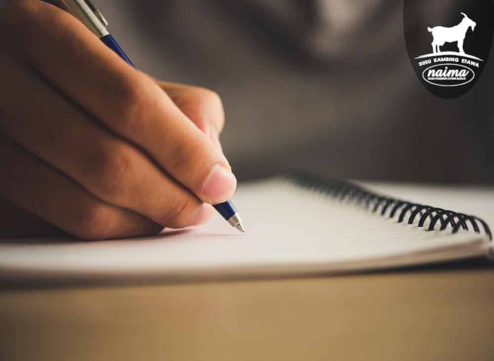 Cara Untuk Mengatasi Stres - Man writing note [susukambing.id]