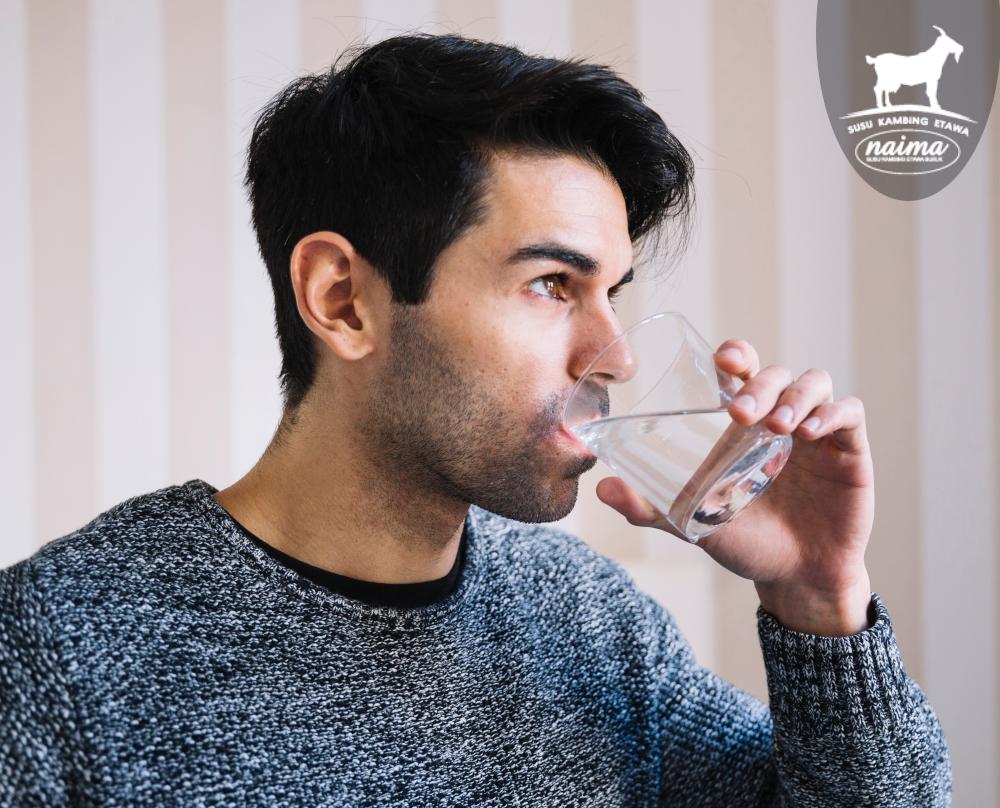 Cara Memperlancar Sistem Pencernaan - Minum Banyak Air Putih [susukambing.id]